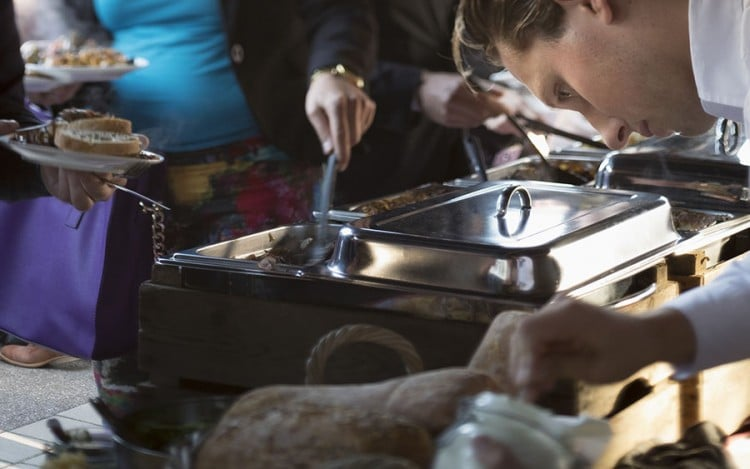 De gastheren van Walter Smoked! zorgen voor een optimale ondersteuning tijdens uw barbecue.