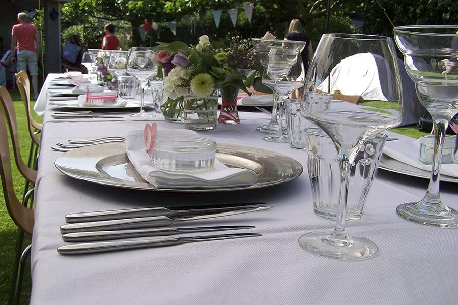 Walter Smoked! verzorgd barbecue catering voor uw bruiloft op locatie. BBQ buffetten / diners aan mooi gedekte tafels.